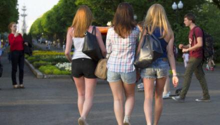 Лето в городе: самые модные мужские и женские шорты в этом сезоне